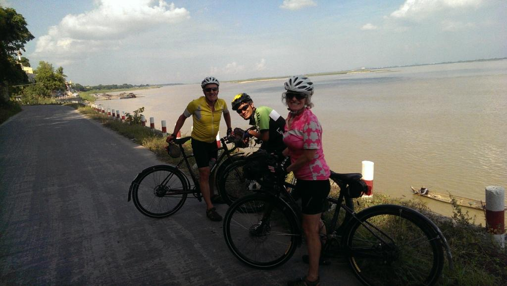 Mandalay Day Cycling Tour - Amarapura / Sagaing / Mingun